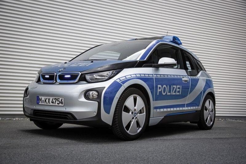 BMW übergibt drei BMW i3 an die Bayerische Polize