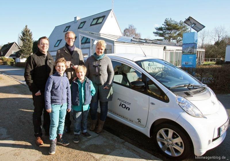Ein Peugeot i0n fürs grüne Wohnprojekt