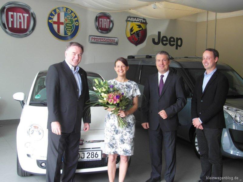 Fiat 500 an Gewinnerin übergeben
