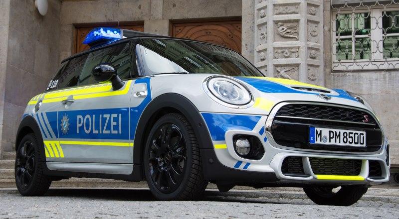 MINI Cooper S 3-Türer als Einsatzfahrzeug der Münchener Polizei