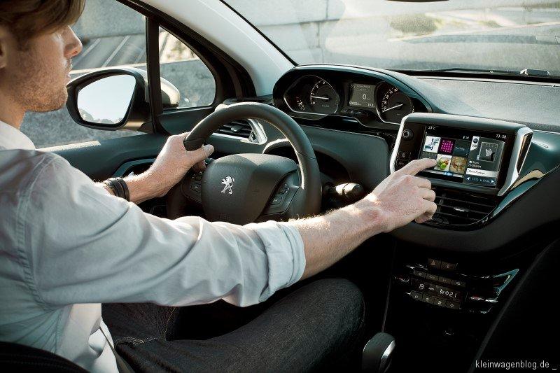 Peugeot 208, Peugeot Connect, Mit Peugeot vernetzt in die Zukunft, Kleinwagenblog | Informationen über Autos bis 4 Meter
