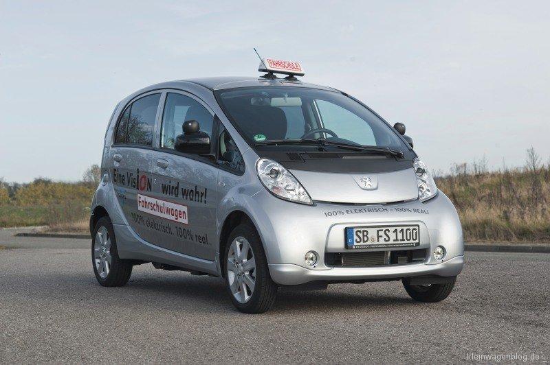 Peugeot i0n als Fahrschulwagen