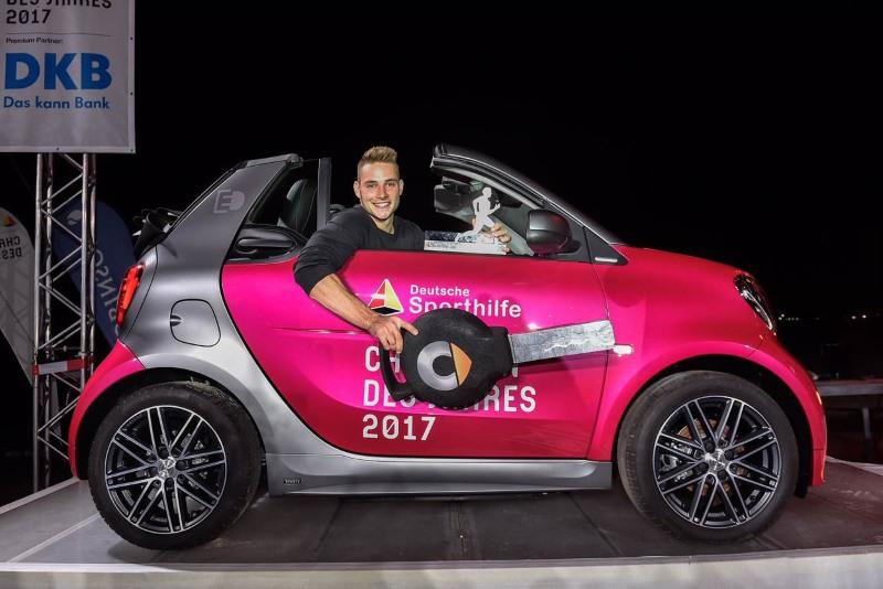 """smart bei der Wahl zum """"Champion des Jahres 2017"""": Johannes Vetter ist der beste Sportler 2017 und erhält einen smart electric drive 2017"""