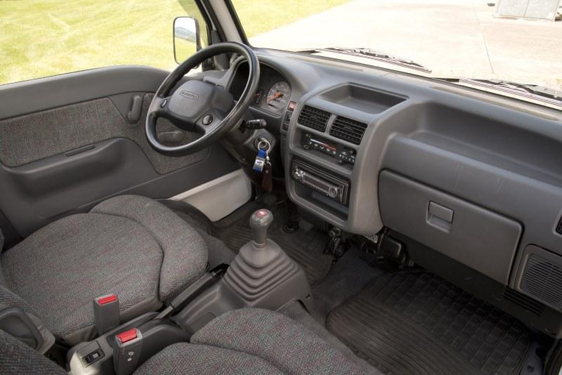 Subaru Libero E12 Super Deluxe