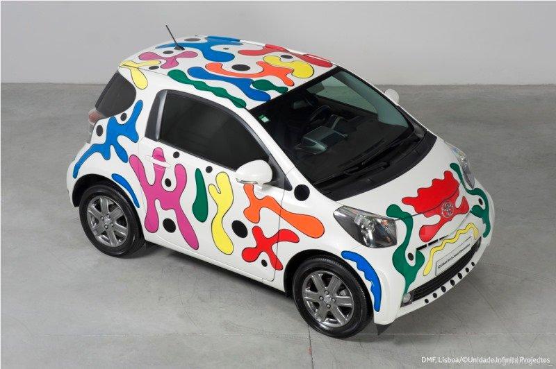 Toyota iQ als rollendes Kunstwerk