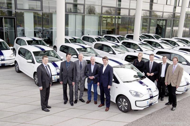 Volkswagen übergibt 20 e-up! an Partnerhochschulen