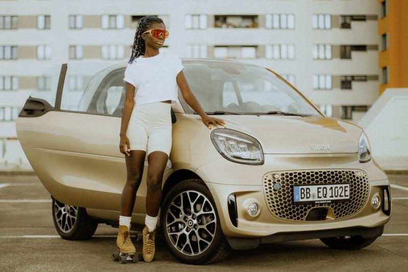 smart trifft Oumi Janta: Dancebattle auf vier und acht Rädern