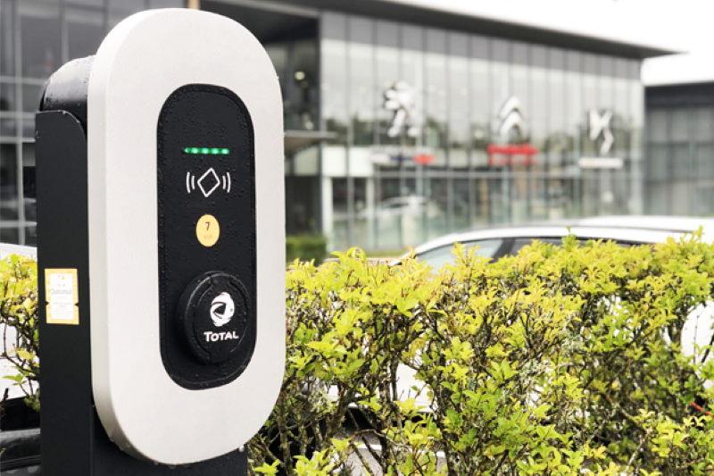 Groupe PSA stattet alle Standorte mit Ladestationen für Elektrofahrzeuge aus