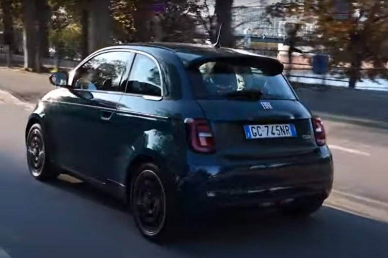 Video: Neuer Fiat 500 mit Co-Driver Paket | Teilautonomes Fahren & Assistenz im Test | Motoreport