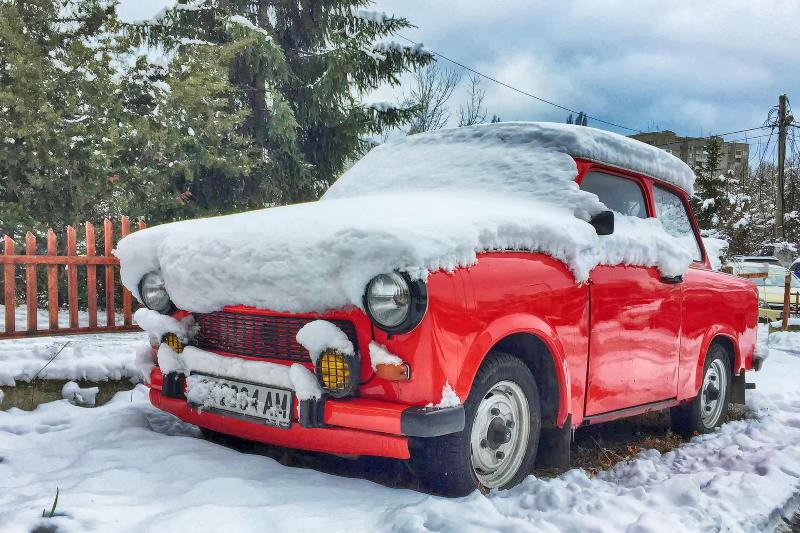 Trabant im Schnee