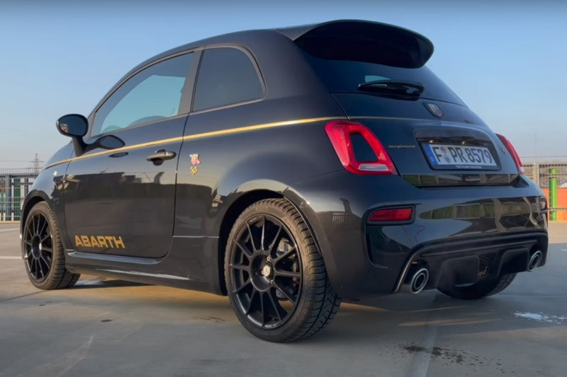 Video: Abarth 595 Scorpioneoro (165 PS) | Fühle den goldenen Skorpion! | Test | the car crash review