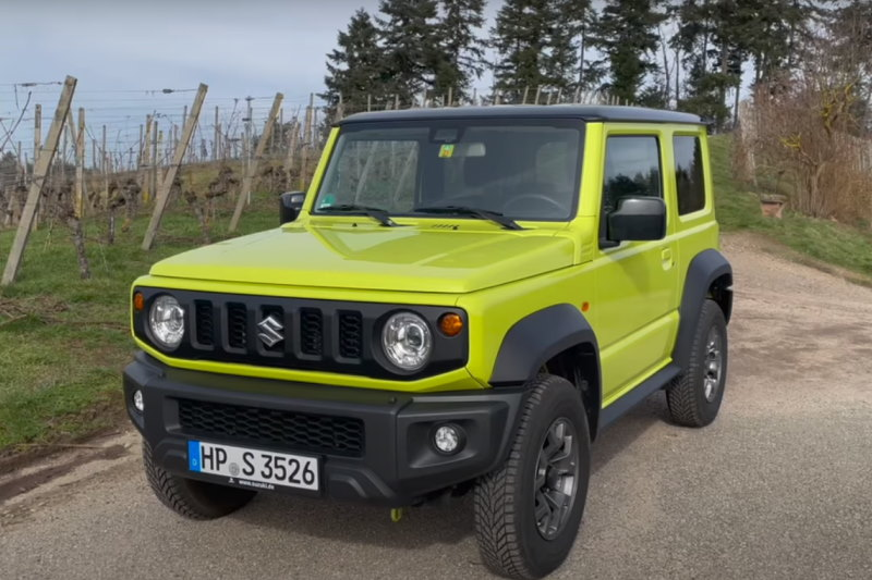 Video: Suzuki Jimny | Wie viel Offroad bekommt man für 20.000,– Euro? | Fahrbericht | the car crash review