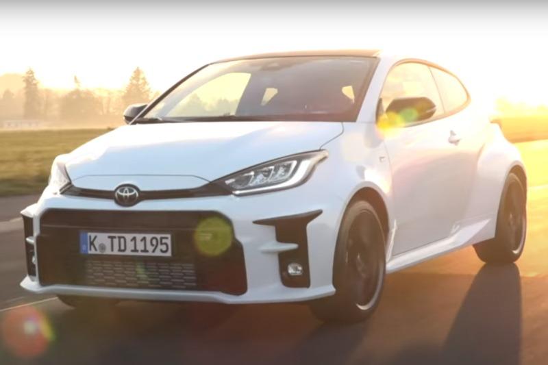 Video: Toyota GR Yaris   Verbrauch im Alltag   Fahrbericht   voiceovercars.com