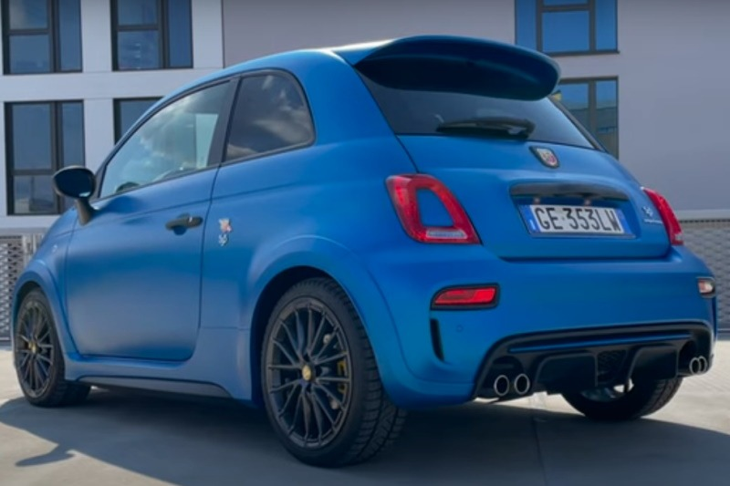 Video: Abarth 595 Competizione | Der letzte Skorpion mit 180 PS?! | Fahrbericht | the car crash review