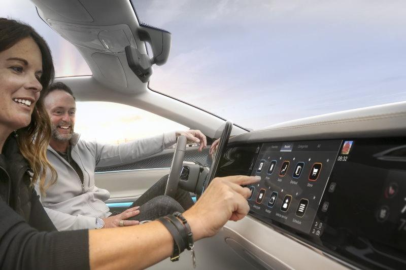 """Stellantis und Foxconn entwickeln mit Joint Venture """"Mobile Drive"""" digitale Cockpits und vernetzte Dienste"""