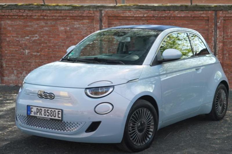 Video: Fiat 500C BEV (2020) | Was kann die Knutschkugel mit E-Antrieb? | Meinung | carwow.de