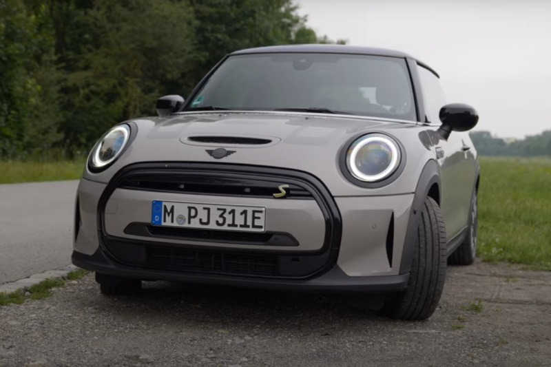 Video: Mini Cooper SE Facelift 2021 | Was hat sich getan? Lohnt es sich? | joenohs