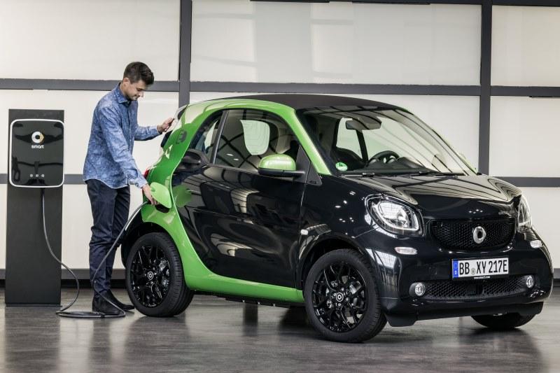 Verkaufsfreigabe für smart fortwo und forfour electric drive: Stromer für die Stadt am Start